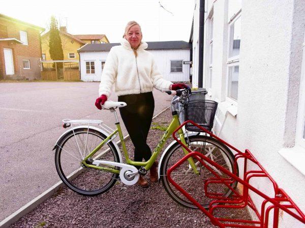 Det får plats fyra cyklar i detta cykelställ från serien Rainbow line.