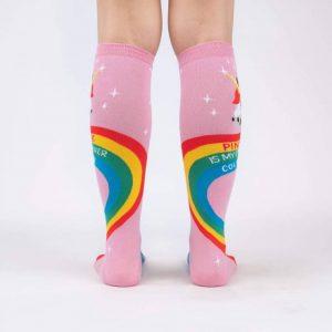 Färgglada och roliga knästrumpor för en häftigare stil köper du online hos Define Me!F0521 Rainbow Bak