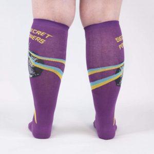 Färgglada knästrumpor med stretch med snygg och cool design köper du hos Define me!