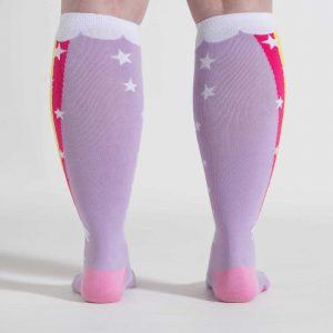 Coola knästrumporna Rainbow Blast för breda vader med hög kvalitet från Sock It To Me köper du hos Define Me Scandinavia AB